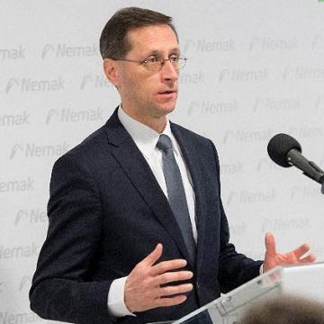 Varga Mihály: fenntartható a gazdaság növekedése