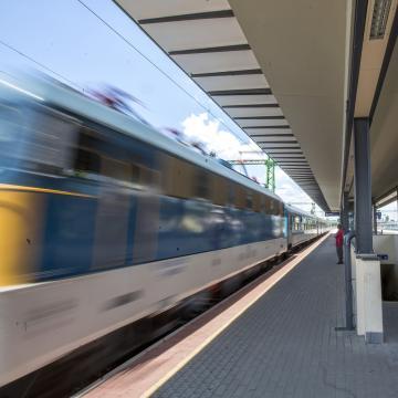 Baleset miatt késnek a vonatok a Budapest-Dombóvár-Pécs vonalon