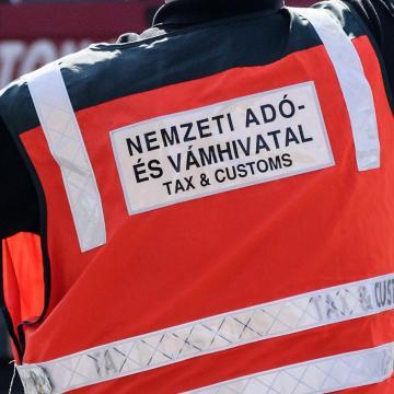 Hamarosan félmillió adózó kap levelet az adóhivataltól