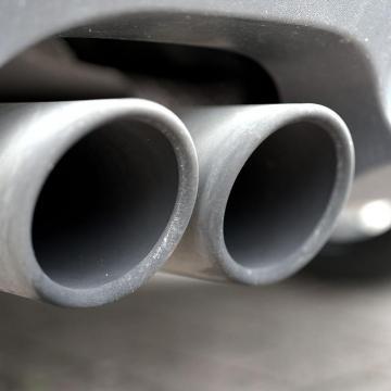 Közúti ellenőrzés indult a környezetkímélőbb autózásért