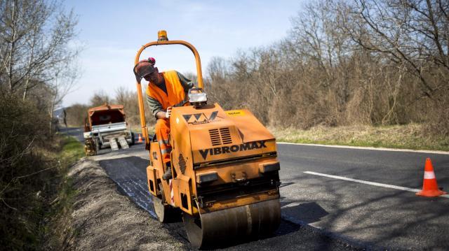 Magyar falu program - 50 milliárd forintot szánnak az alsóbbrendű utak rendbehozására