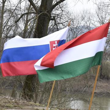 Magyar-szlovák együttműködési programok valósul meg 1,7 milliárd forintból