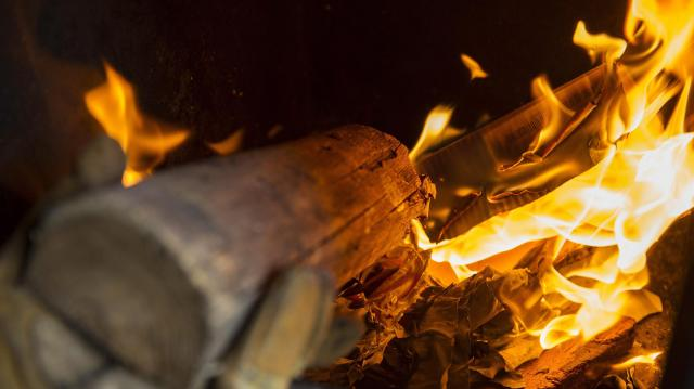 Még egy hónapig igényelhetik a téli rezsicsökkentést a fával és szénnel fűtők