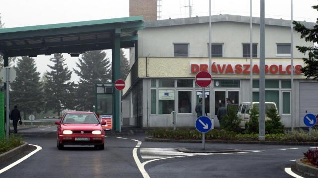 Szünetelt a határforgalom Drávaszabolcsnál