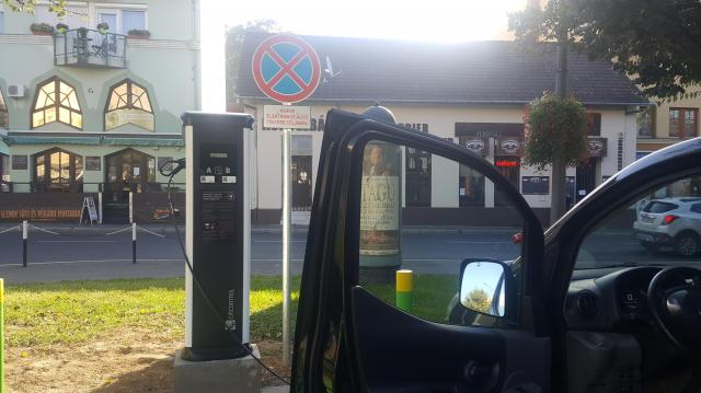 Ingyen tankolhatnak Kaposváron az elektromos autók tulajdonosai
