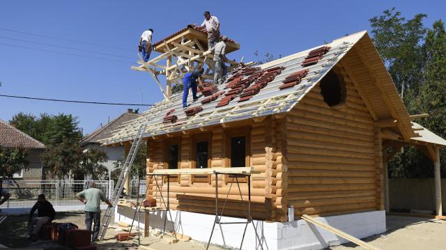 Kisvállalkozásoknak is érdemes pályázni - A kormány megduplázza az építőipari beruházások támogatását