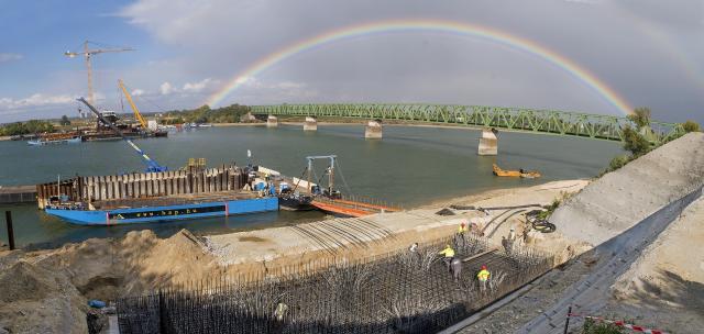 Látványos fotó készült az épülő új hídnál