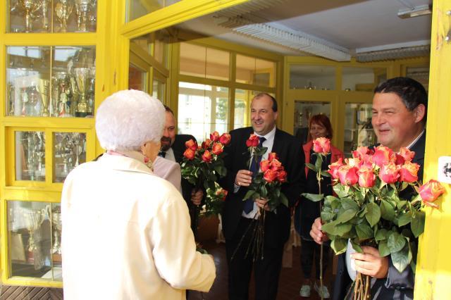 Szűcs Judith és Soltész Rezső is köszöntötte az időseket Komáromban