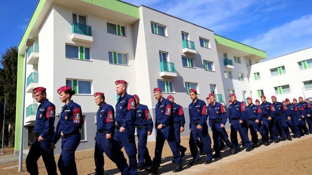 Új épületet kaptak a határvadászok Pécsen