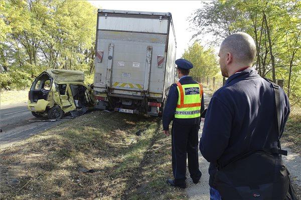 Ketten meghaltak egy balesetben a 44-esen