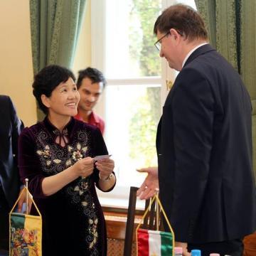 Kínai-kaposvári kapcsolatkeresés