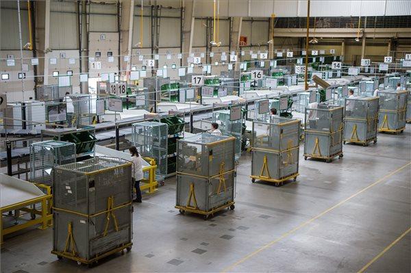 Megháromszorozza csomagfeldolgozási kapacitását a Magyar Posta