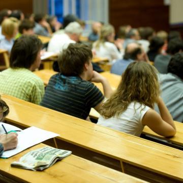 Megmarad az ingyenes tanulás lehetősége a felsőoktatásban