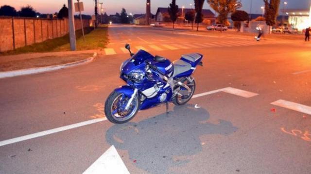Szabálytalan nő miatt sérült meg súlyosan egy motoros
