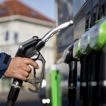 Új jelzések mellett maradnak a régiek is a benzinkutakon