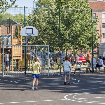 Felújítják egy szegedi lakótelepi városrész közterületeit