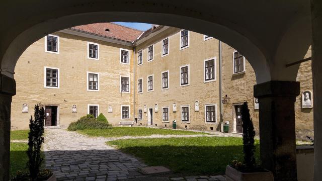 Obeliszket avat a 200 éves egyetem