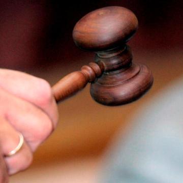 Padon alvó pártól lopott – Vádat emelnek
