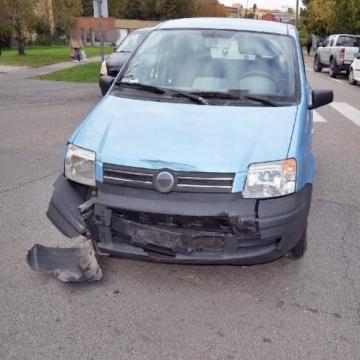 Szabálytalanság miatt ütközött két kocsi