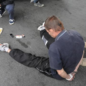 Újabb kábítószer-ellenes razziát tartottak a Hős utcában