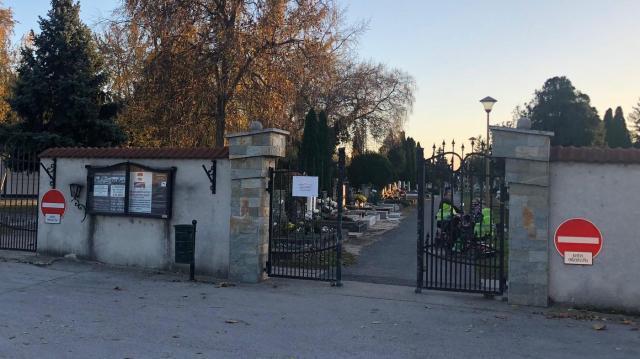 A hosszú hétvégén tilos autóval behajtani a temetőbe