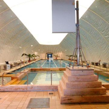Átadták a csillaghegyi strandfürdő új fürdőépületét