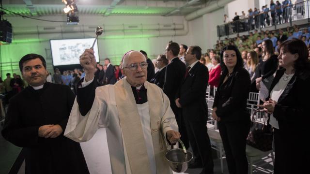 Átadták a Szent Mór Katolikus Iskolaközpont új tornacsarnokát