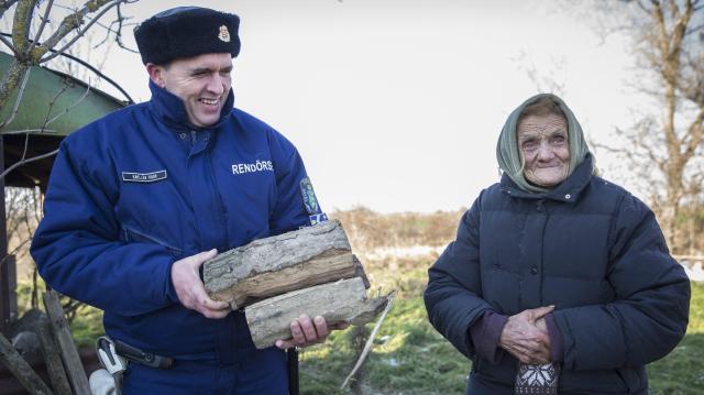 Ötmillió magyar büszke a rendőrökre