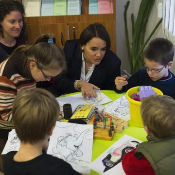 Szerdán érkeznek a novemberi családtámogatások