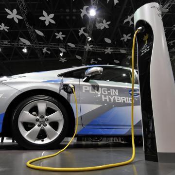 Tízezer forgalomba helyezett új autóra hatszáz villanymotoros hibrid jutott egy hónap alatt