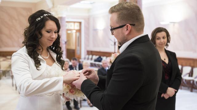 Több a házasságkötés, csökken a népesség fogyás