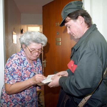 Érkeznek a pénzes postások a nyugdíjprémiumokkal