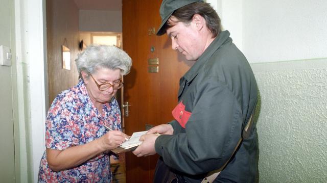Érkeznek a pénzespostások nyugdíjprémiumokkal