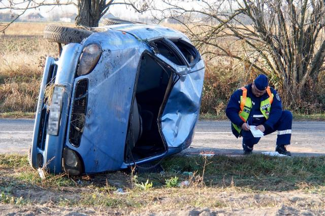 Meghalt egy ember, mert ráborult az autója Kunszentmiklóson