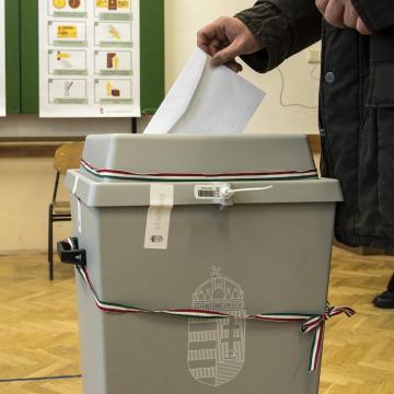 Megválasztotta Ács Szentirmai Istvánt polgármesterré