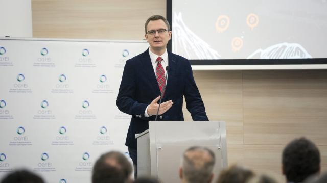 Rétvári: a kormány nem a bevándorlók letelepítésében képzeli el a jövő Európáját
