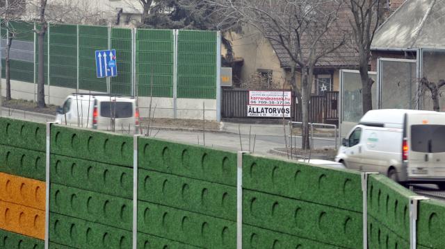 Újabb egy kilométer hosszan épülhet zajvédő fal az M3-as autópálya kivezető szakaszán