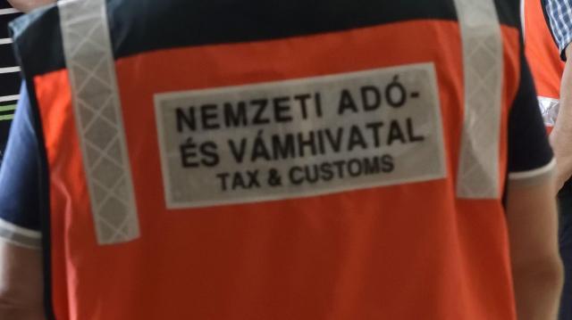 Újra csalókra figyelmeztet a NAV