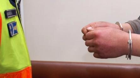 Édességtolvaj kezén kattant a bilincs