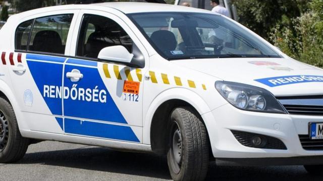 Hat és fél évre ítéltek egy férfit, aki fegyverrel próbált kirabolni egy patikát Budapesten
