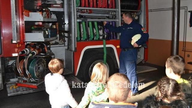 Laktanya-bemutató, múzeumlátogatás, véradás – Mindez a tűzoltóságon