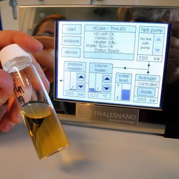 Szén-dioxidot átalakító elektrokémiai reaktorokat fejleszt a ThalesNano Zrt. és az SZTE