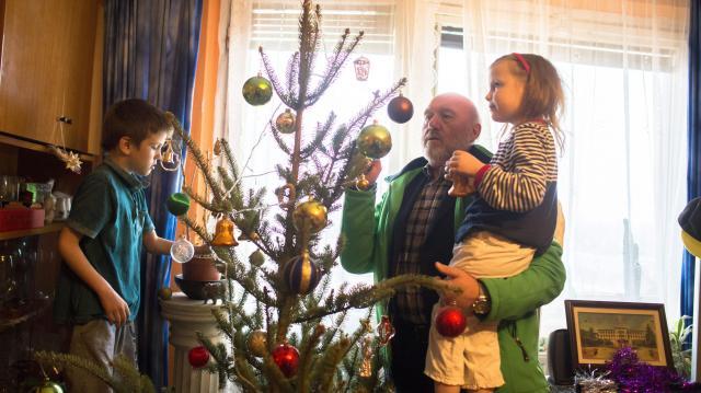 A kétgyermekesek is igénybe vehetik a 10 millió forintos kamattámogatott hitelt