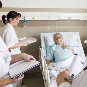 Eddig ezer leendő ápoló pályázott havi 40 ezer forint tanulói ösztöndíjra