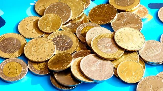 Felkophat a pénzbehajtók álla, ahogy emelkednek a bérek