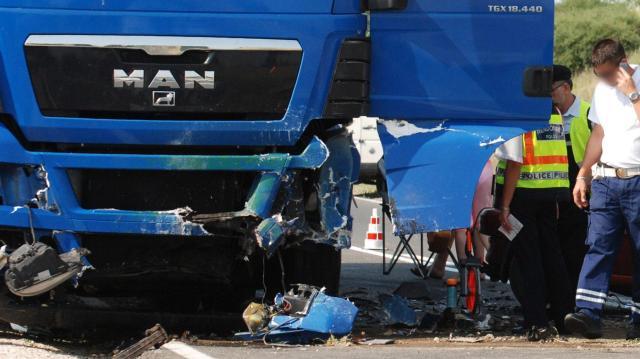 Kamion szakította át a szalagkorlátot az M5-ös autópályán
