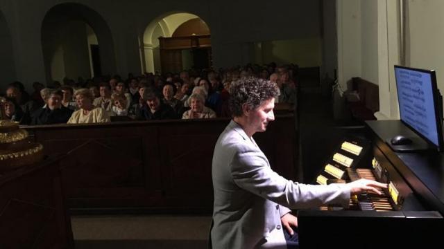 Országos turnéra indul Vivaldi és Bach műveivel Rákász Gergely