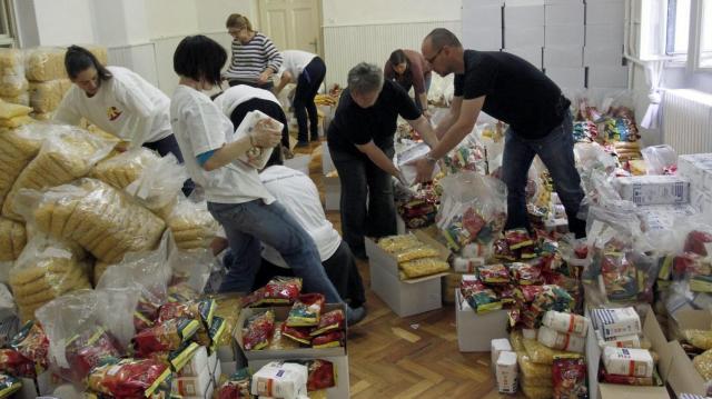 Több mint 200 áruházban szervez gyűjtést az Élelmiszerbank