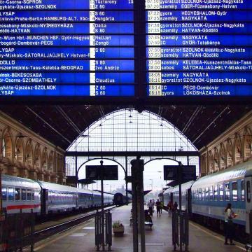 A két dolgozós szombaton pénteki menetrend szerint járnak a vonatok