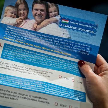 A komáromi családok védelméről is szól az újabb nemzeti konzultáció